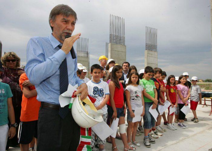 20110527-sindaco-posa-prima-pietra-scuola-Bagno