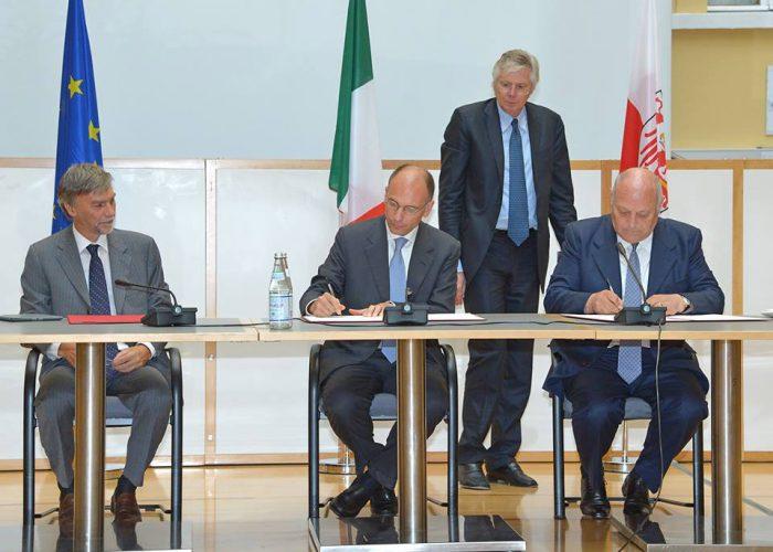 20130806-ministro-Affari-regionali–con-Letta-e-Durnwalder-firma-memorandum-Bolzano—foto-Ser-ComArno-Pertl