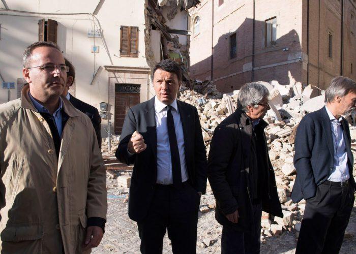 20160821-ministro-IT-sopralluogo-terremoto-Centro-Italia-con-Renzi-ed-Errani—TibBarchielli